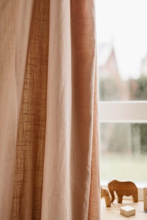 Linnen gordijnen oud roze_close up
